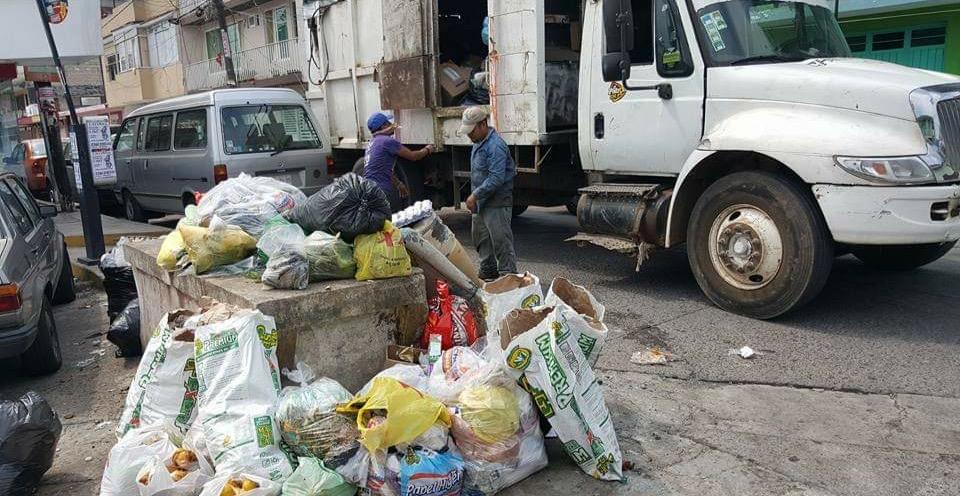 Empleados de limpia pública piden no tirar pirotecnia a la basura