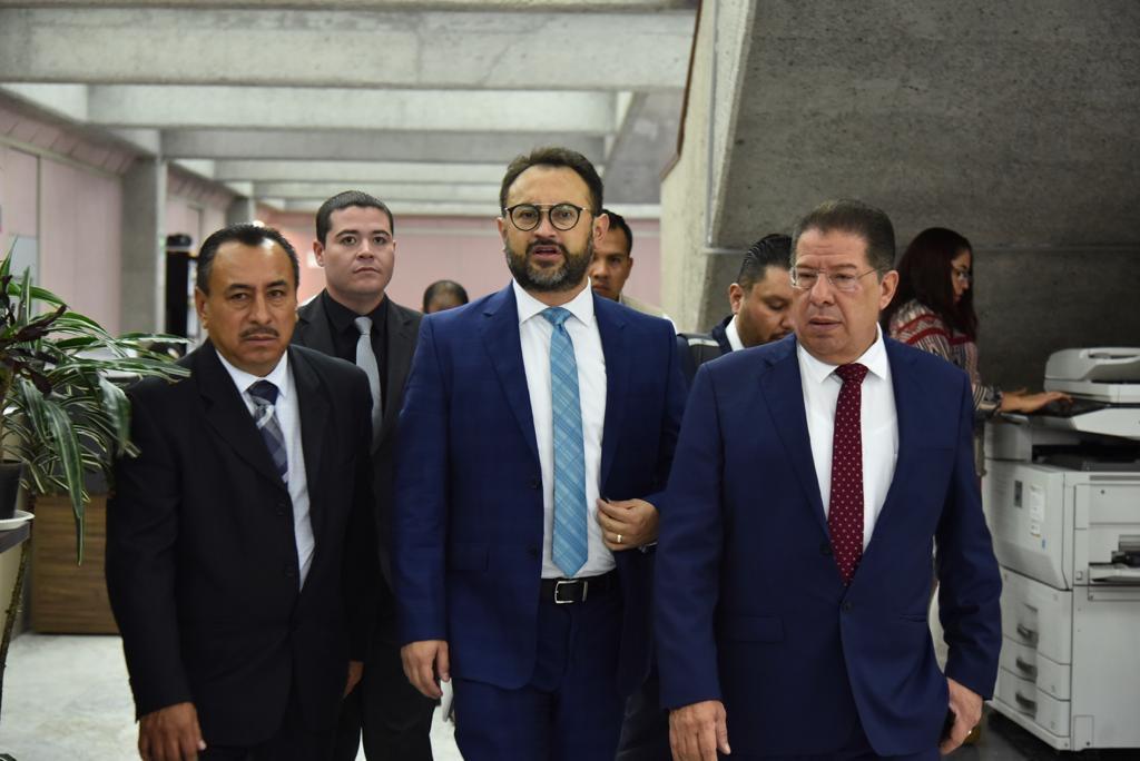 Elio Hernández no respondió sobre regalo; tendrá que responder Cuitláhuac