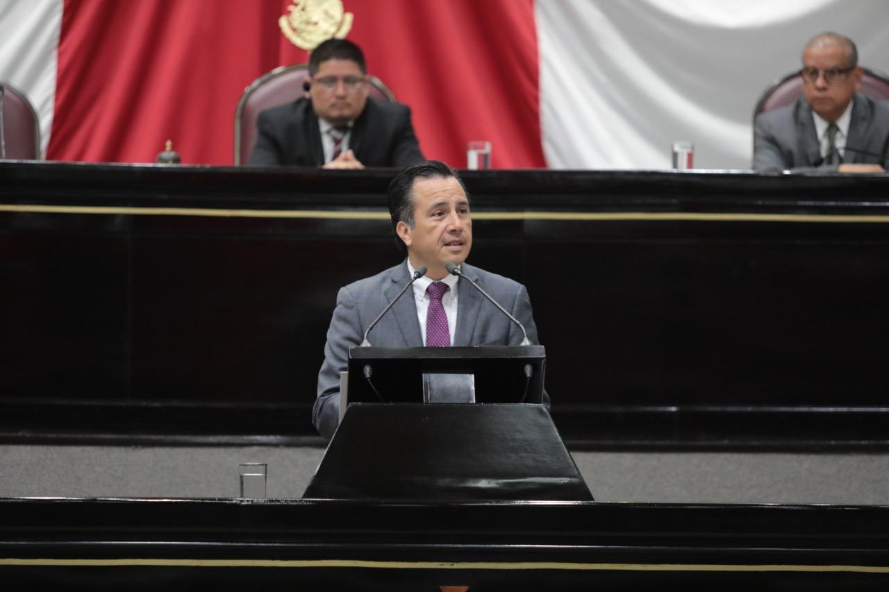 El cambio lleva su tiempo, no se desesperen, pide Cuitláhuac a veracruzanos ante diputados