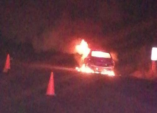 Se incendia vehículo en la carretera a Alvarado, no hubo lesionados