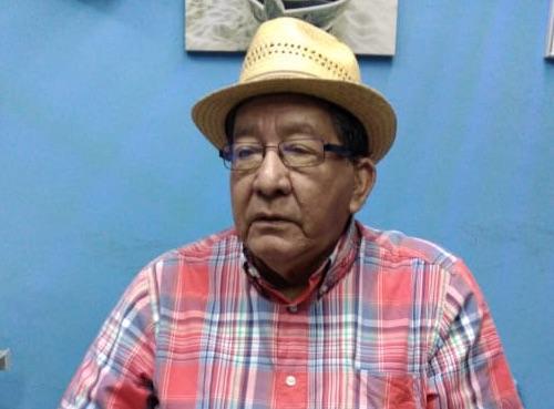 Asaltan a periodista Carlos Velasco, salvan la vida él y su esposa