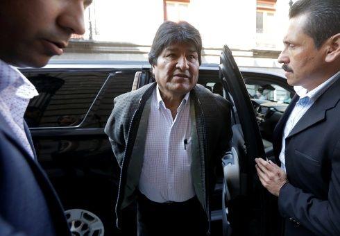 Provisionalmente Argentina recibe a Evo Morales, condicionándolo