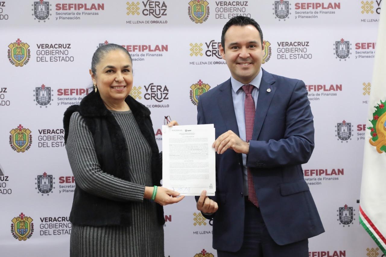 Por mala gestión de Duarte, administración de Cuitláhuac pagará deuda de la UV con el SAT