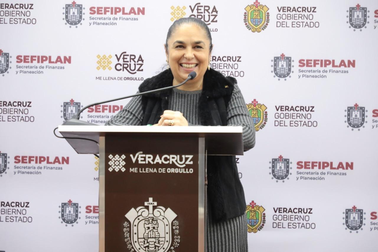 """Alaba rectora de la UV administración """"honesta, eficiente y con voluntad política"""" de Cuitláhuac"""