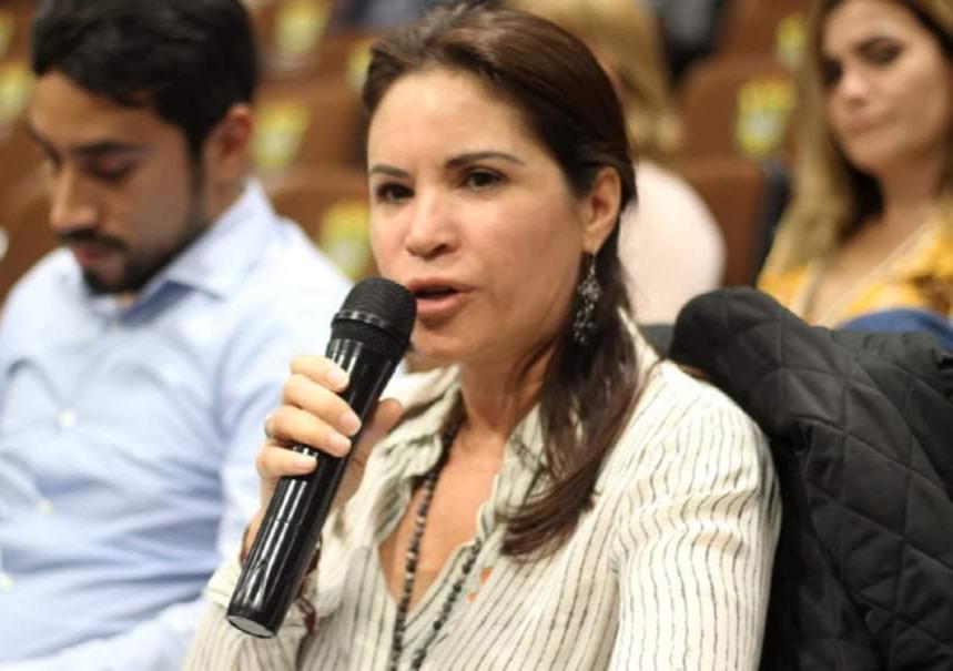 Morena también va por el cambio de sexo: Mónica Robles