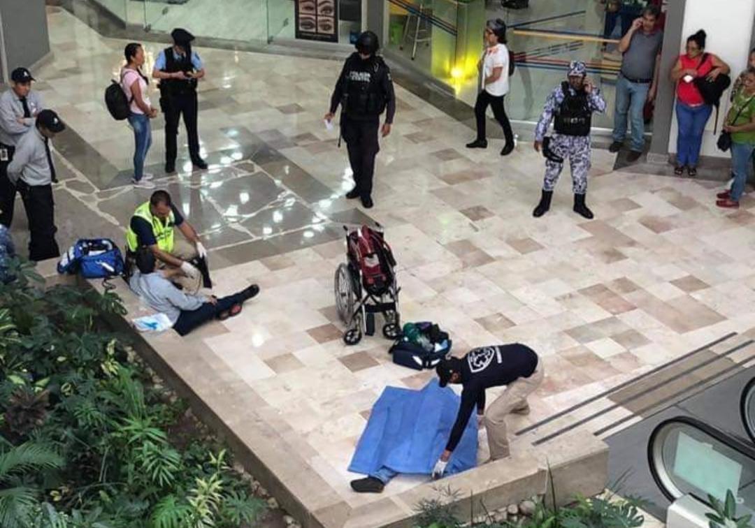 Muere presunto asaltante en Plaza Americas