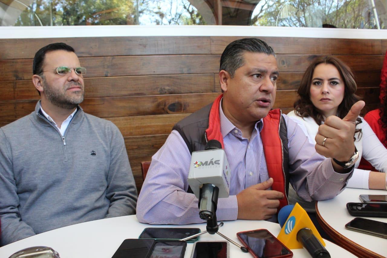 "Fuego amigo preguntar parentesco de Hernández Giadáns con ""La Jefa"": PRI"