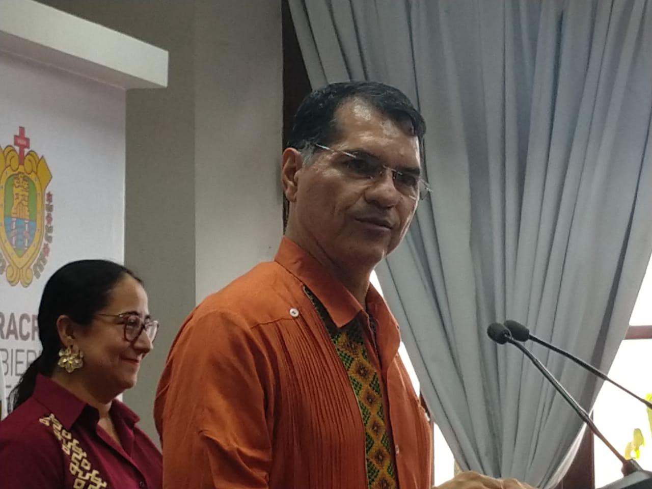 Portilla hizo revisión a cuenta pública 2018 sobre el escritorio, afirma alcalde de Coatza