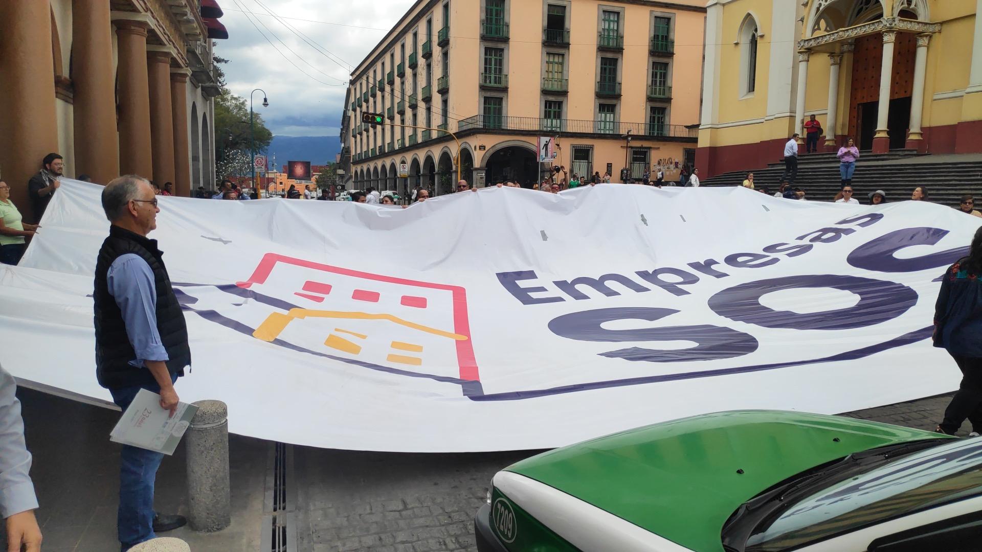 Empresarios protestan y cierran Enriquez para exigir pagos