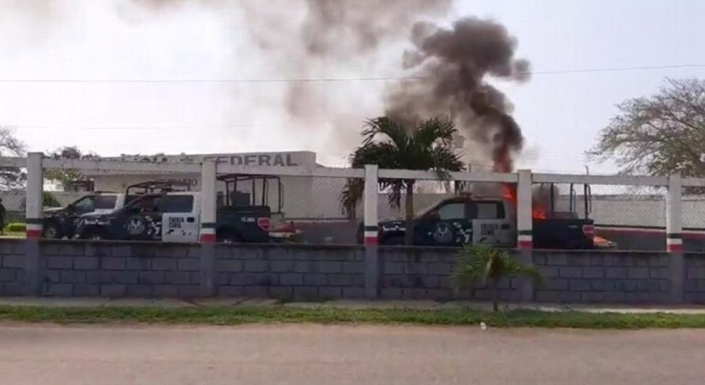 Manifestante queman patrulla en Isla y se arma la balacera.
