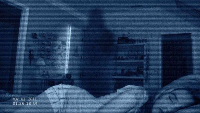 ¿Sientes que alguien te mira mientras duermes? Aquí la razón