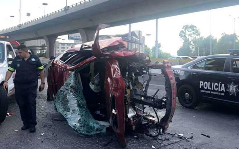 Camioneta cae del segundo piso de Periférico en Cdmx