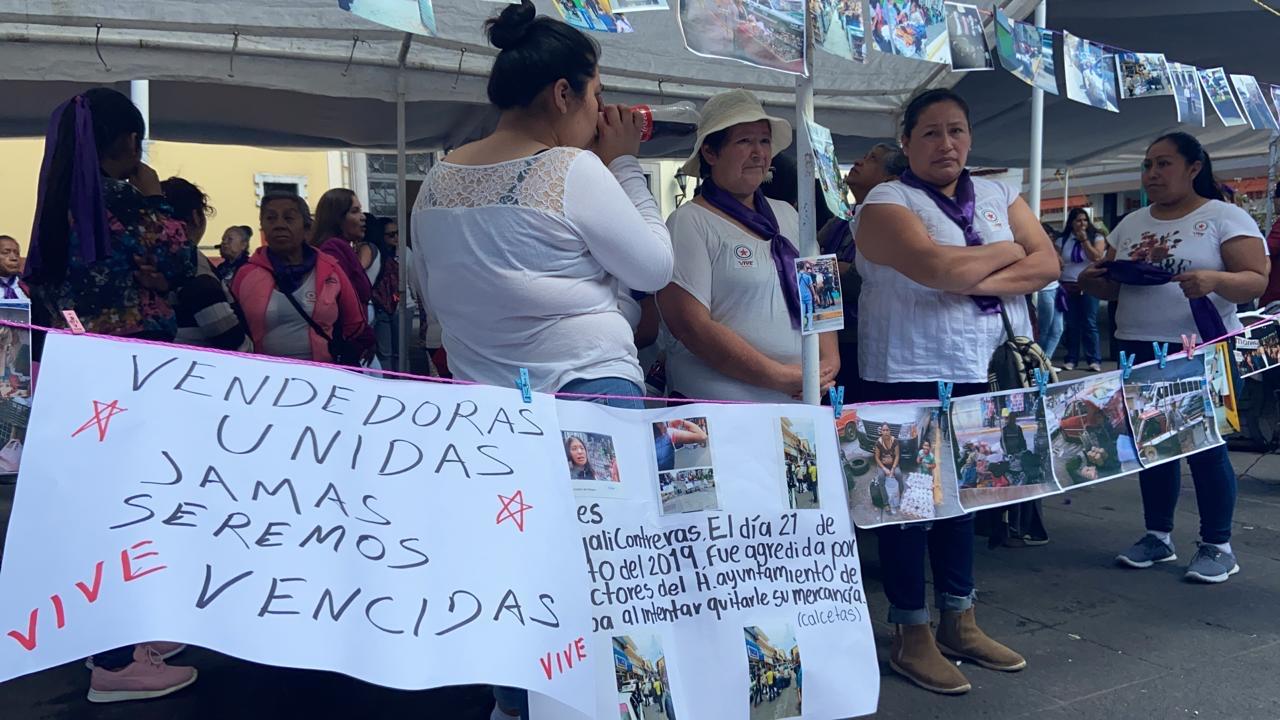 Vendedoras de comida del CECAN protestan y piden audiencia con el Gobernador