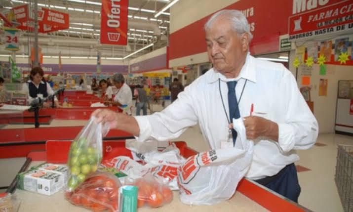 Tiendas de supermercados no tendrán adultos mayores como empacadores.