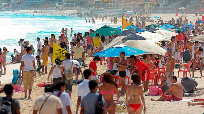 Cancún sin restricciones pese al coronavirus y se mantiene a salvo y lleno de turistas
