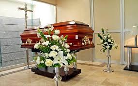Funerarias extreman medidas de seguridad, limitan a deudos a 10 familiares por sala