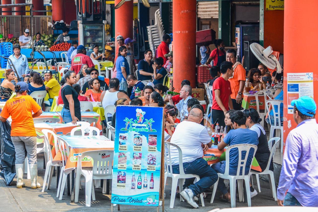 Fernando Yunes desestima foco de contagio de COVID-19 en mercados del Puerto