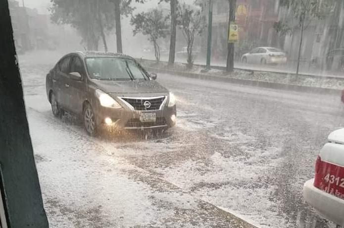 Reportan fuerte granizo en la capital del estado de Veracruz