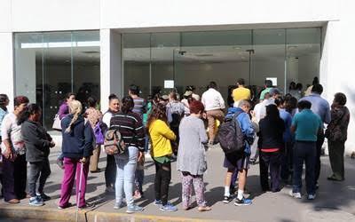 Aumentan los asaltos a usuarios bancarios que esperan en las filas
