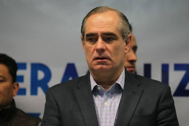 "Julen acusa a SEV de trabajar con empresa ""fantasma"", pero como titular de SIOP le dio contrato por 29 mdp"