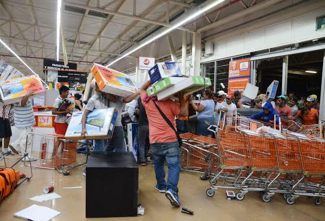 Alerta Canacintra sobre llamados de la delincuencia para saquear tiendas y mercados en Veracruz