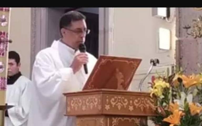 Papa Francisco llama al señor cura de la Asunción de Jalostotitlán en plena misa