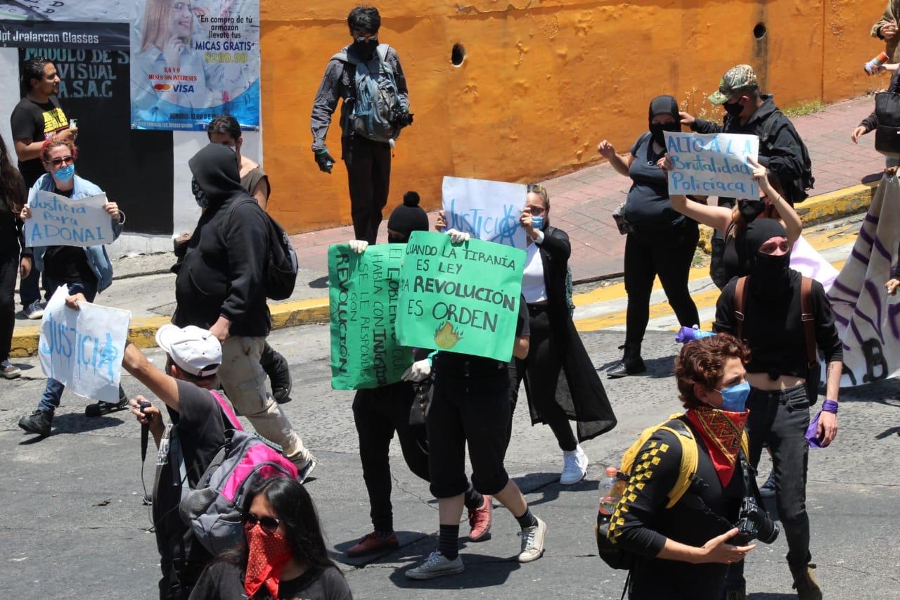 Grupos de anarquistas vandalizan negocios, iglesias e infraestructura del Estado
