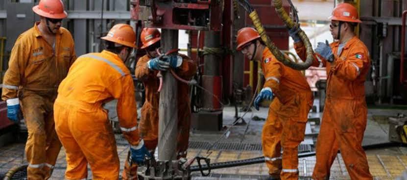 Esperan trabajadores petroleros aumento salarial del 8 por ciento