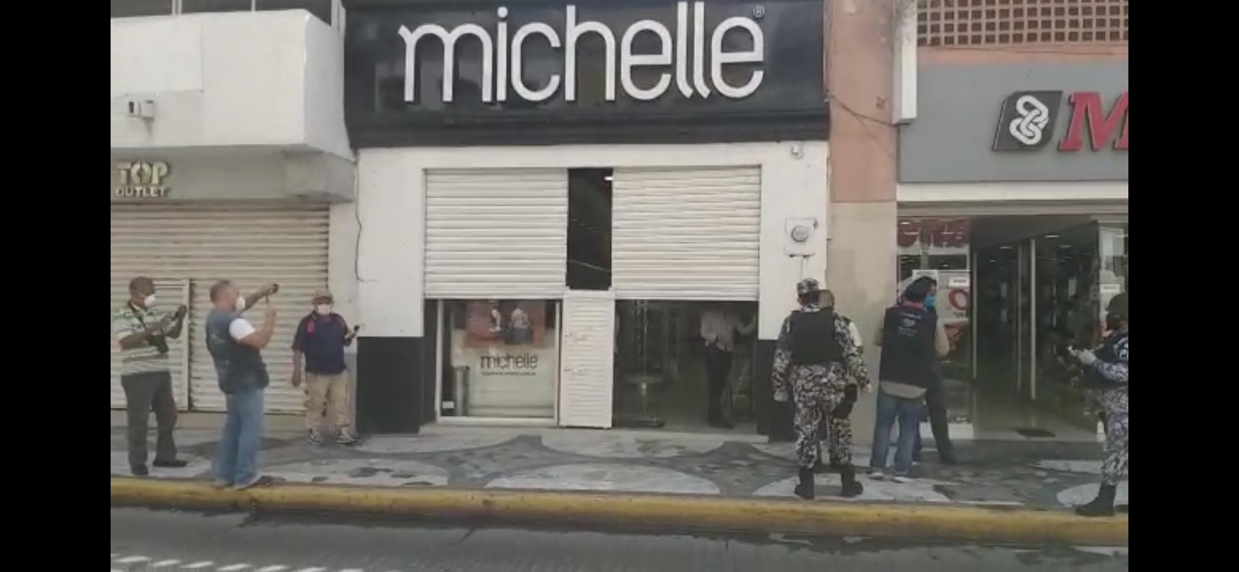 Realizan cierres de comercios no esenciales en Veracruz.