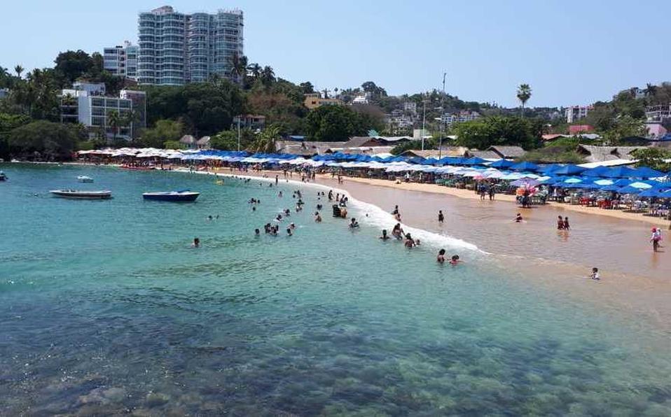 Abren playas en Acapulco y la asistencia es mínima