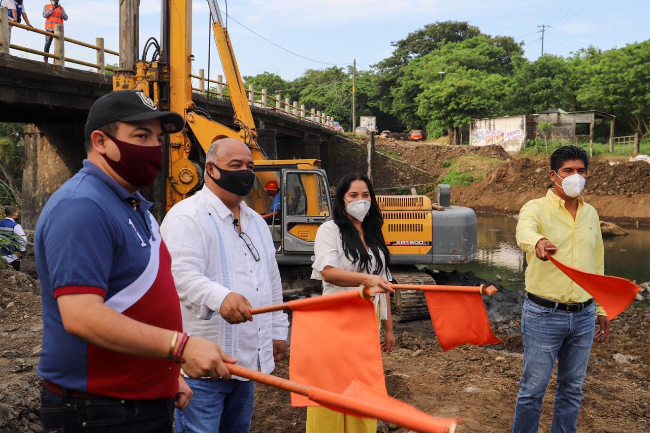"""Obra de puente """"Río Grande"""" fomentará economía en la región de Los Tuxtlas: Cisneros."""