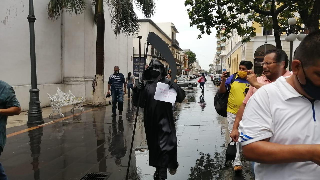 La Muerte camina en Veracruz, busca concientizar a la población sobre el Covid.