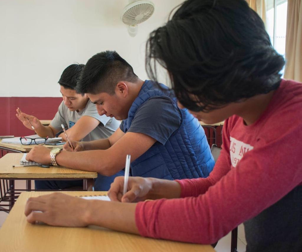 Otorgará Gobierno becas para estudiantes de escuelas particulares