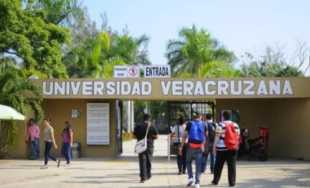 Inician exámenes en la UV, más de 44 mil aspiran a un lugar: Sara LdG
