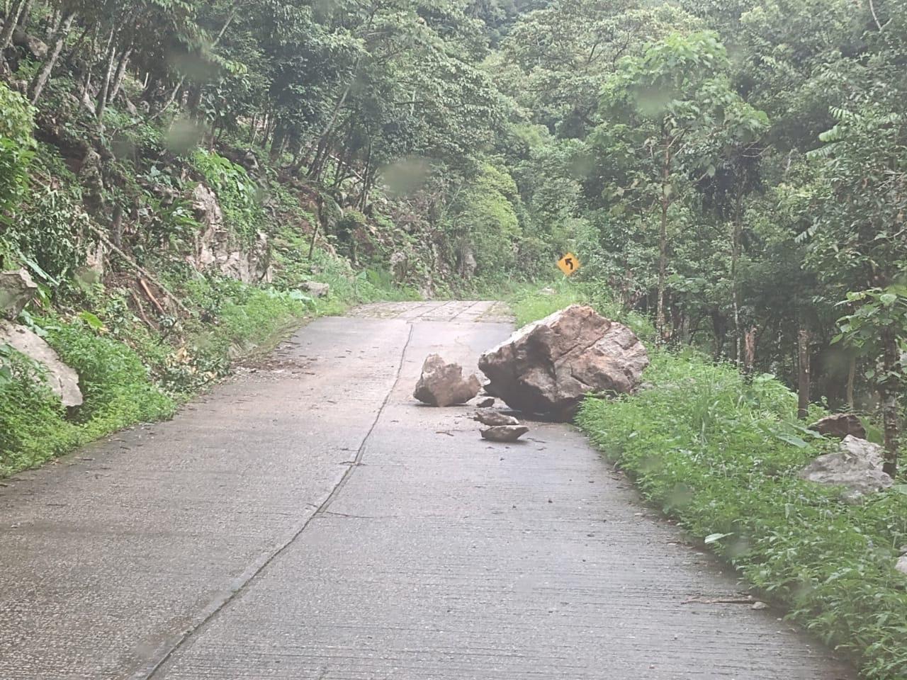 Derrumbes, árboles caídos y annegaciones por lluvias en 13 municipios: SPC