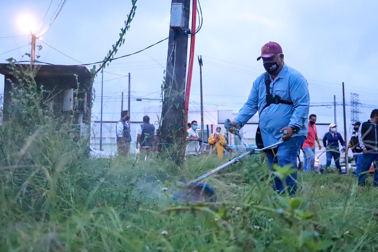 Secretario de Gobierno, Eric Cisneros lleva jornada de chapeo y limpieza a la ciudad de Veracruz