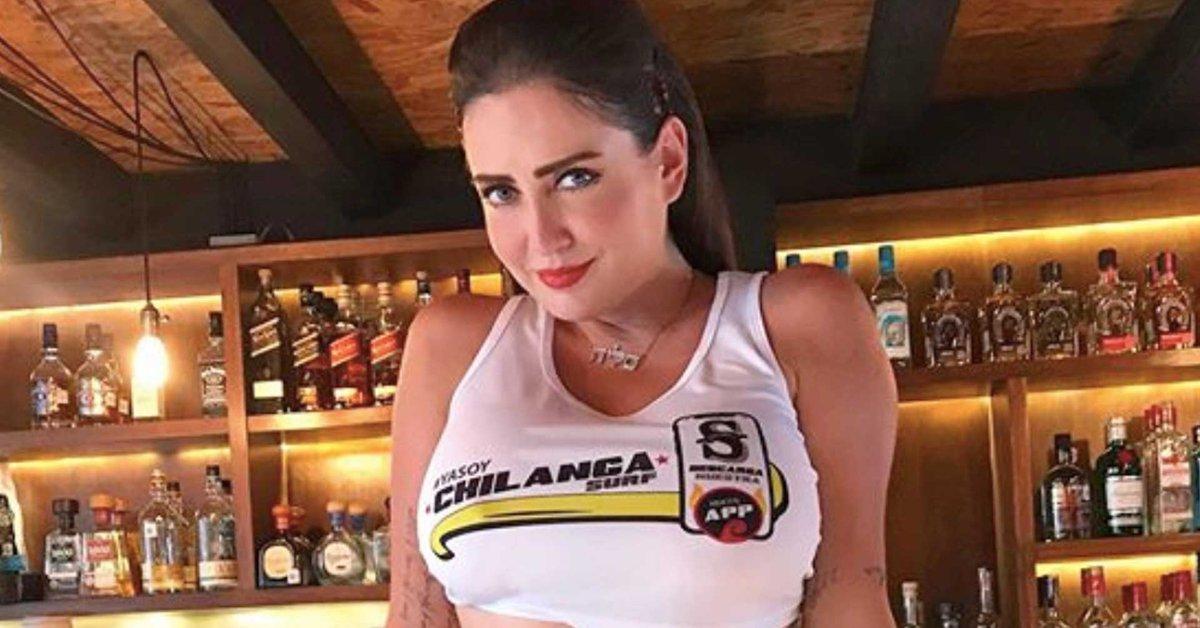 Celia Lora se toma foto recién DEPILADA y la rompe en internet