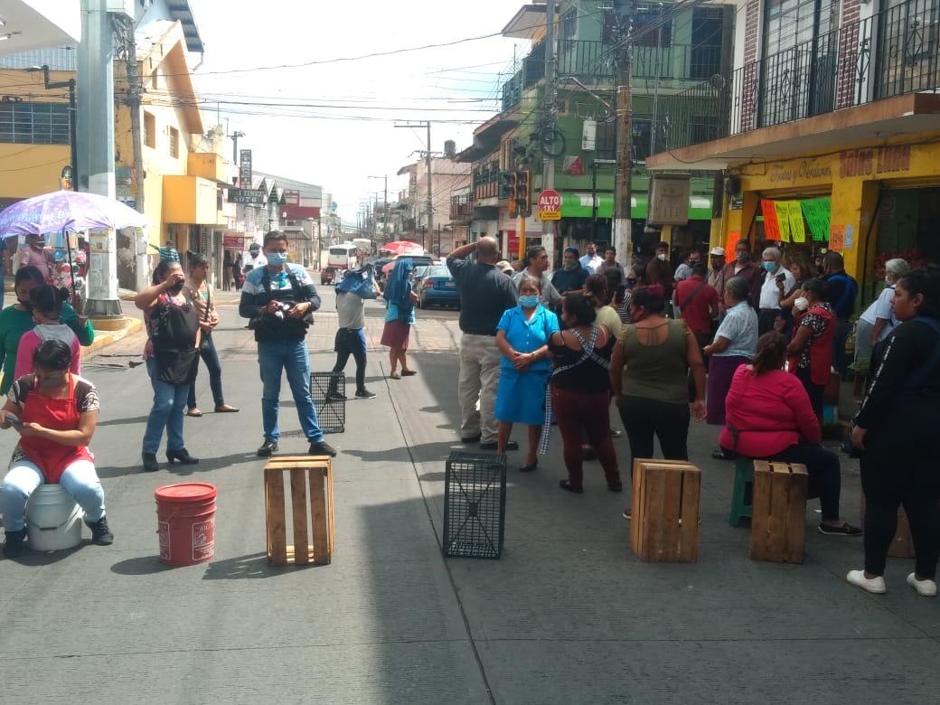 Vendedores ambulantes denuncian al alcalde Hipólito de tener el control de la venta en la calle
