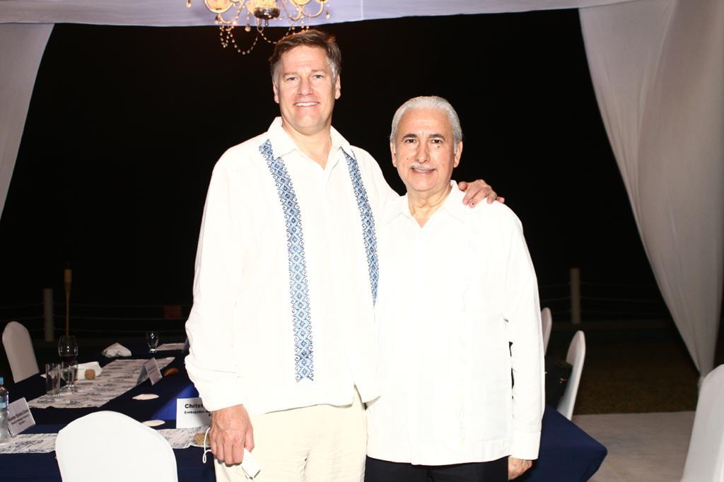 Cónsules y empresarios se reúnen con el embajador Christopher Landau