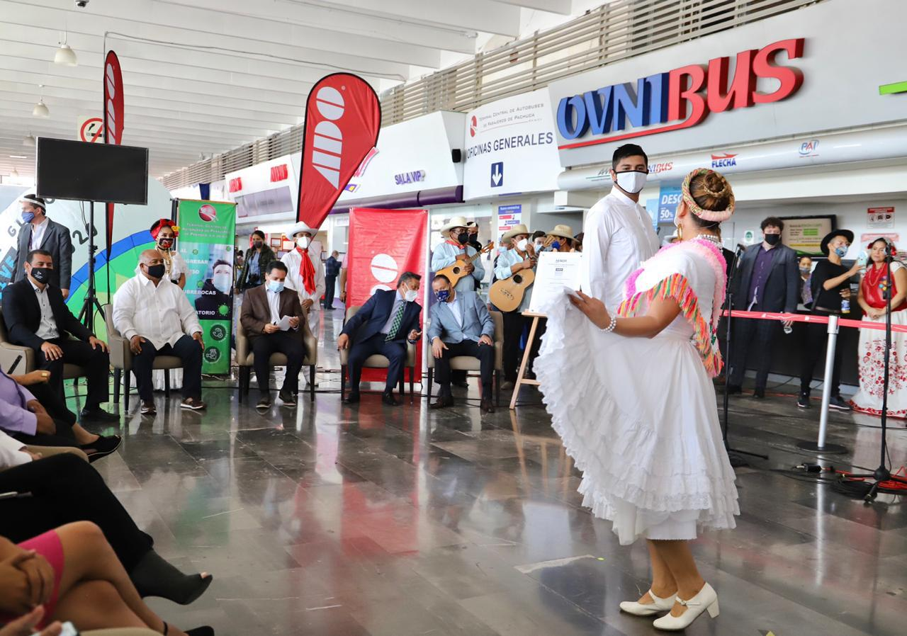 """El """"Orgullo Veracruzano"""" pone color y alegría a la terminal de autobuses de Pachuca"""