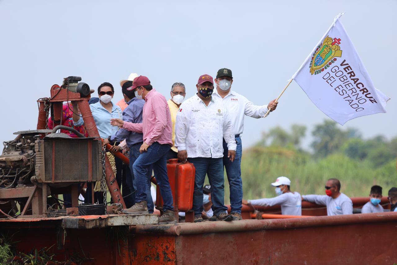 Encabeza Eric Cisneros arranque de los trabajos de saneamiento del río Viejo en Otatitlán