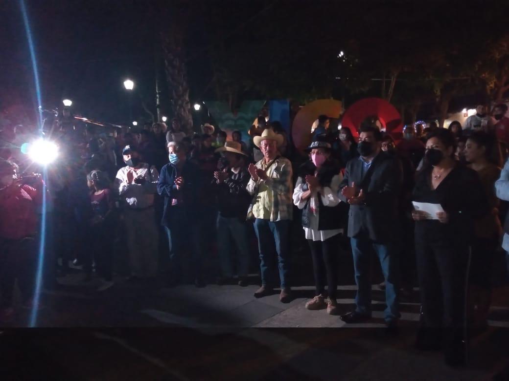 Pese a Covid-19, la Villa Iluminada en Xico, concentró a decenas y decenas de personas