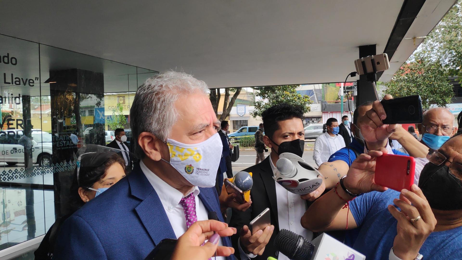 Amaga alcalde de Xalapa con clausurar más negocios