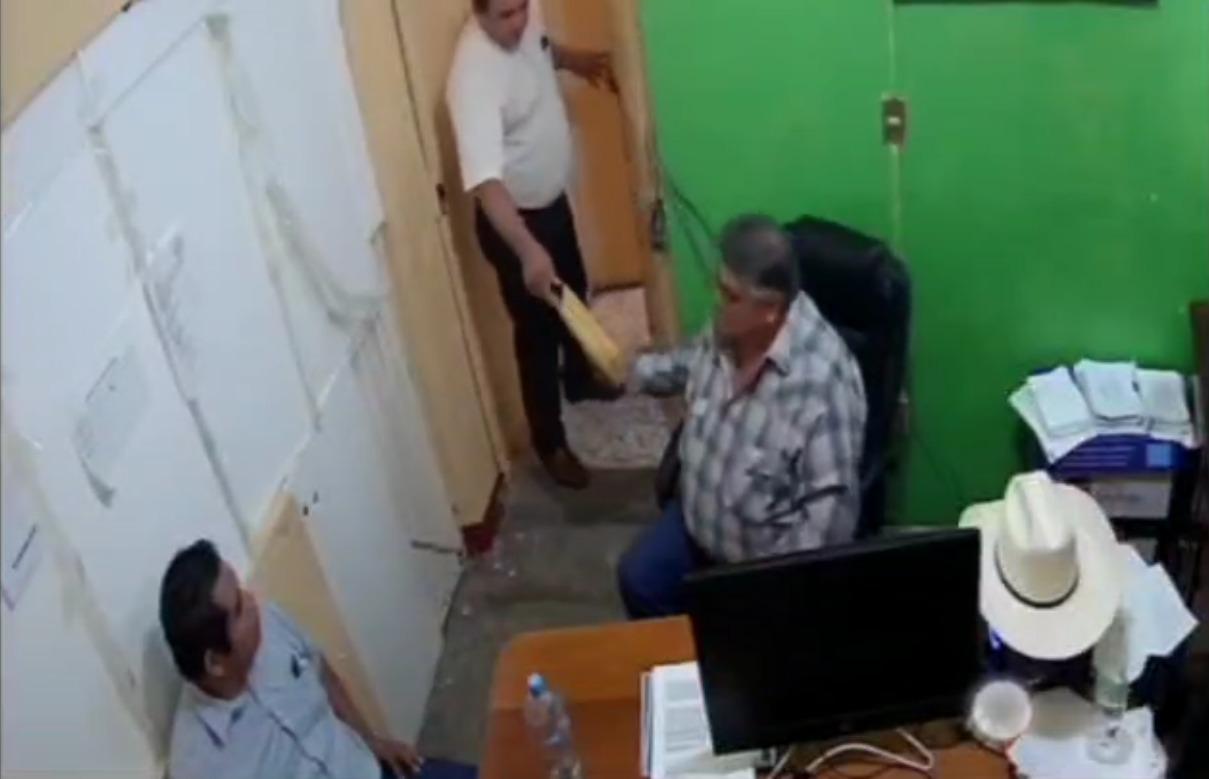 "Alcalde del PRD de Espinal da ""moche"" a regidor por aprobar a nuevo tesorero"