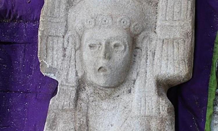 Descubren en Veracruz figura prehispánica de dos metros de alto