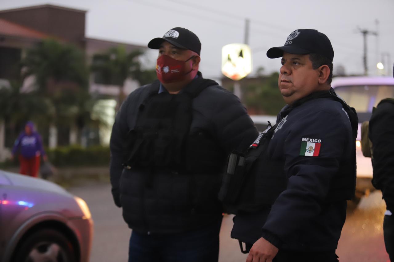 En Martínez de la Torre, el secretario de Gobierno, Eric Cisneros supervisó filtros de seguridad