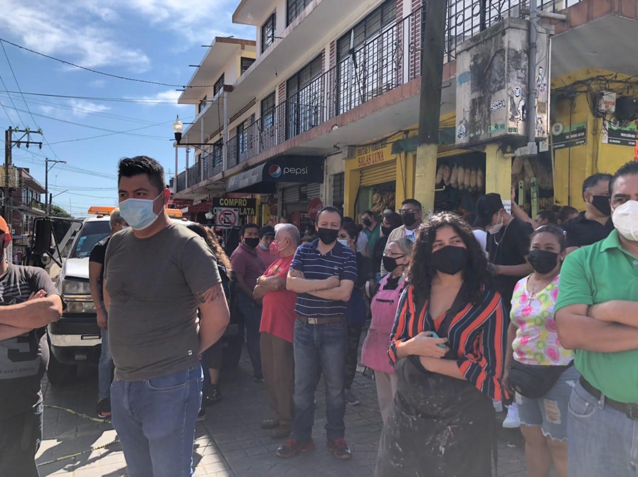 Comerciantes establecidos y ambulantes exigen que se recorran bloqueos para entrar al centro