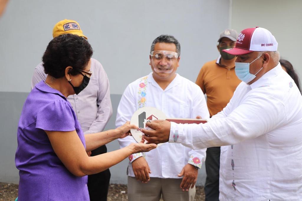 Entregó Eric Cisneros 232 viviendas en la Cuenca del Papaloapan