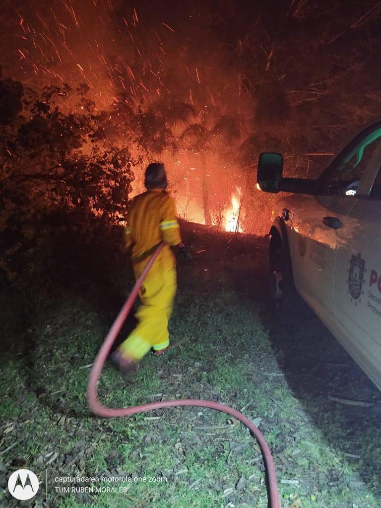 Llaman a la sociedad a brindar apoyos a afectados por incendio en Tatatila