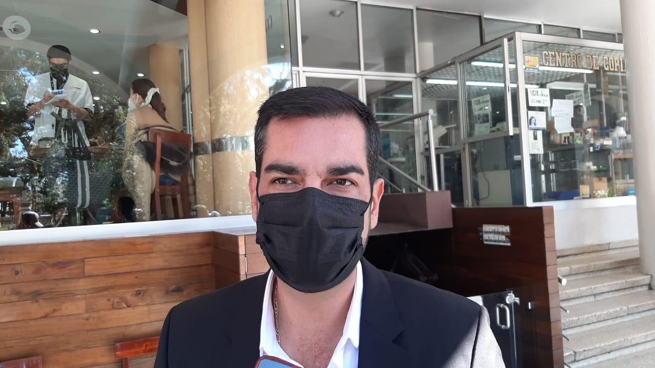 Pandemia continuará, en Xalapa debe ser obligatorio el cubrebocas: Regidor